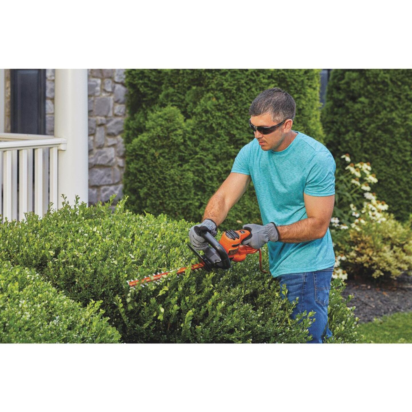 Black & Decker 16 In. 3-Amp Corded Electric Hedge Trimmer Image 4